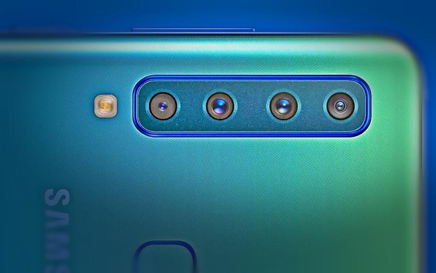 Existem inúmeros aplicativos tanto na play store, quanto na app store que, são de boa qualidade e facilitam muito para que seu smartphone se transforme em uma webcam de qualidade. Vamos passar por alguns setups e hardwares necessários. Você consegue utilizar tanto a câmera frontal, quanto traseira de seu smartphone, porém, para uma melhor qualidade, é recomendado usar a câmera traseira.