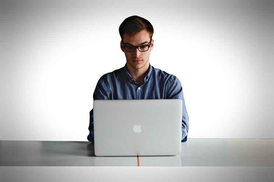 Basta um computador e internet, são suficientes para que voê possa produzir o seu BOE (Foto: reprodução)