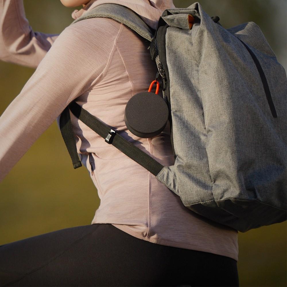 Dispositivo é compacto e pode ser fixado junto a mochila para facilitar o transporte — Foto: Divulgação/Xiaomi